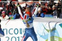 vonn arms raised I Hate Lindsey Vonn