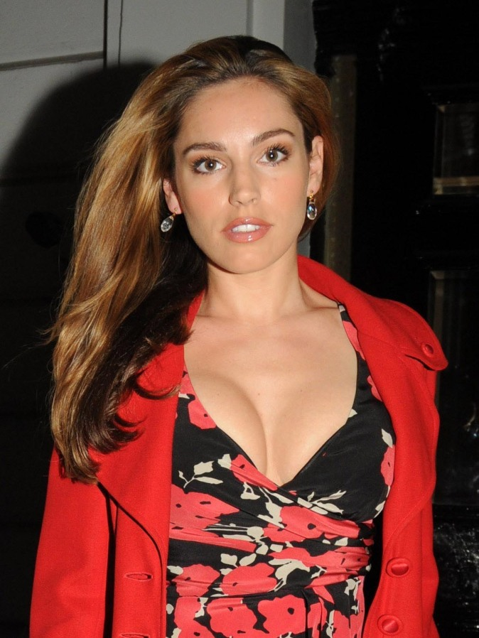 Large Tatas http://coltmonday.wordpress.com/2010/10/07/top-5-er-kelly-brook/kelly-brook-on-a-night-out-in-london-usa-and-oz-only-2/