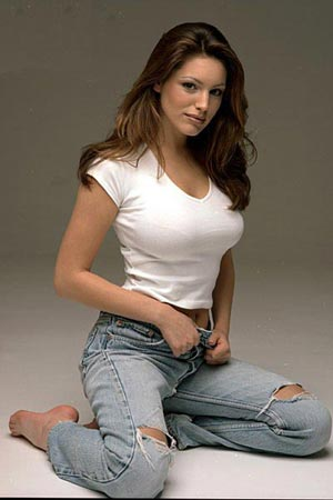 http://coltmonday.files.wordpress.com/2010/10/kelly-brook-plain-white-t.jpg?w=300
